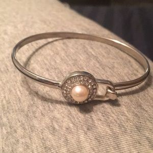Vantel pearls bangle